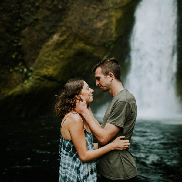 Chelsea & Wil // Wahclella Falls Couple Session